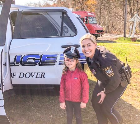 News Dover officer with little girl